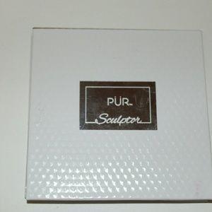Pur Sculptor Bronzer and Highlighter Palette